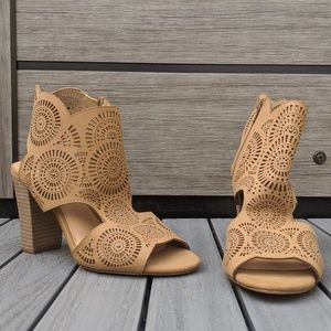 XOXO tan open-toe booties, sz 9